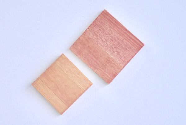 暖色で塗装された板